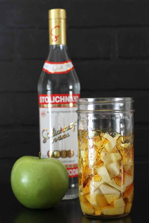 Apple Vodka Drinks  Caramel apple vodka infused vodka recipe
