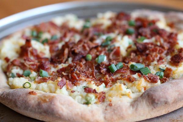 Baked Potato Pizza  Loaded Baked Potato Pizza – Simple fort Food – Recipes
