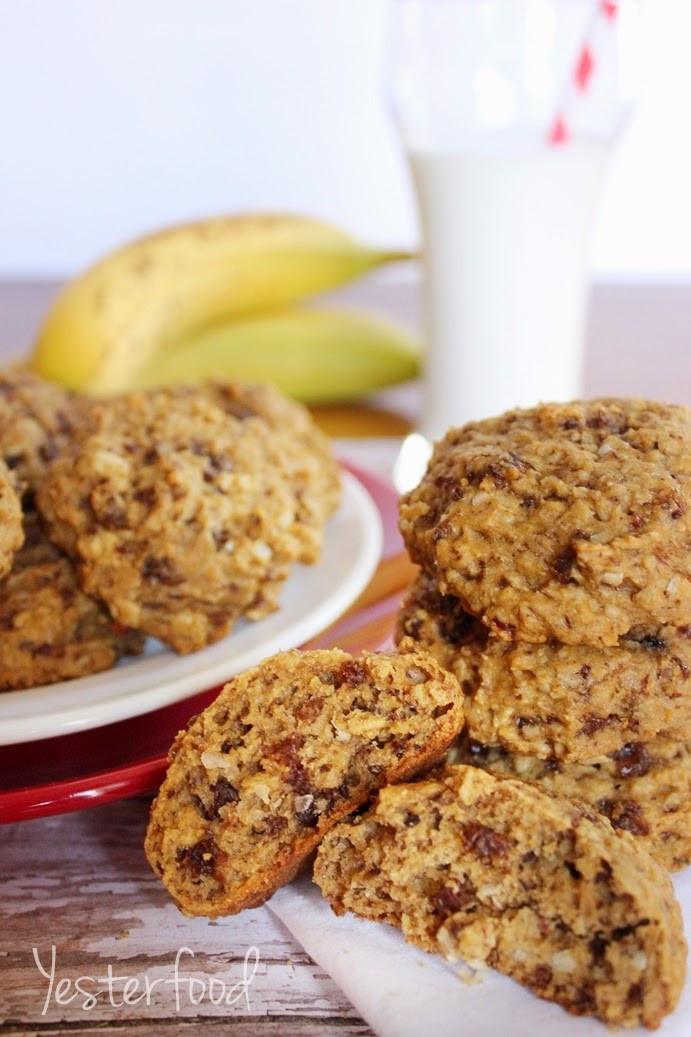 Banana Oatmeal Breakfast Cookies  Yesterfood Banana Oatmeal Breakfast Cookies