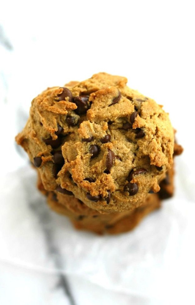 Buzzfeed Chocolate Chip Cookies  16 Chocolate Chip Cookies That Prove God Exists