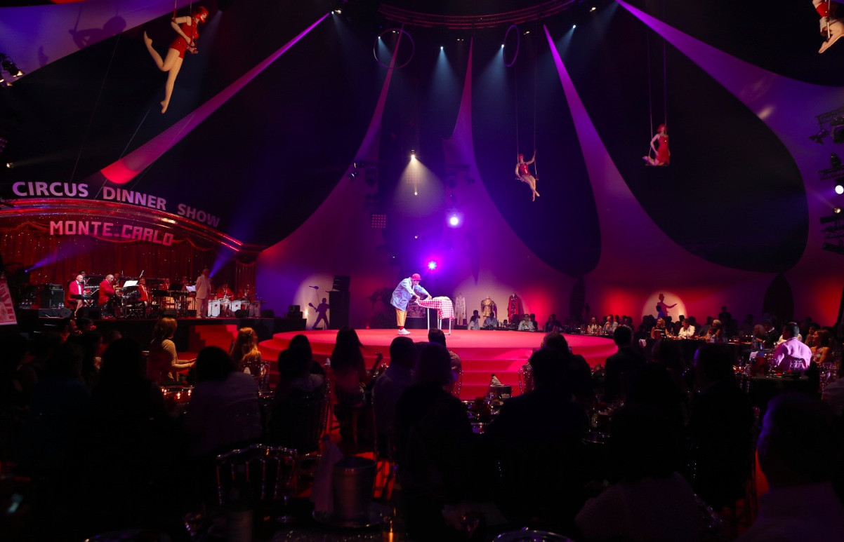 Capone'S Dinner And Show  Circus Dinner Show 2013 Les images News Festival