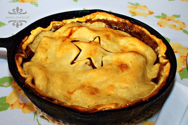 Cast Iron Skillet Apple Pie  creative confetti Cast Iron Skillet Apple Pie