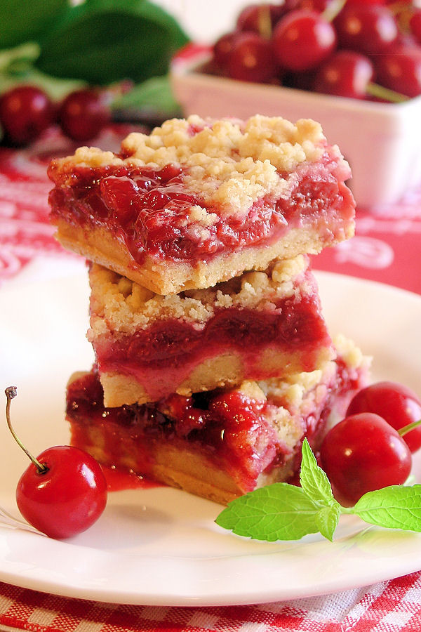 Cherry Pie Filling Desserts  desserts using canned cherry pie filling