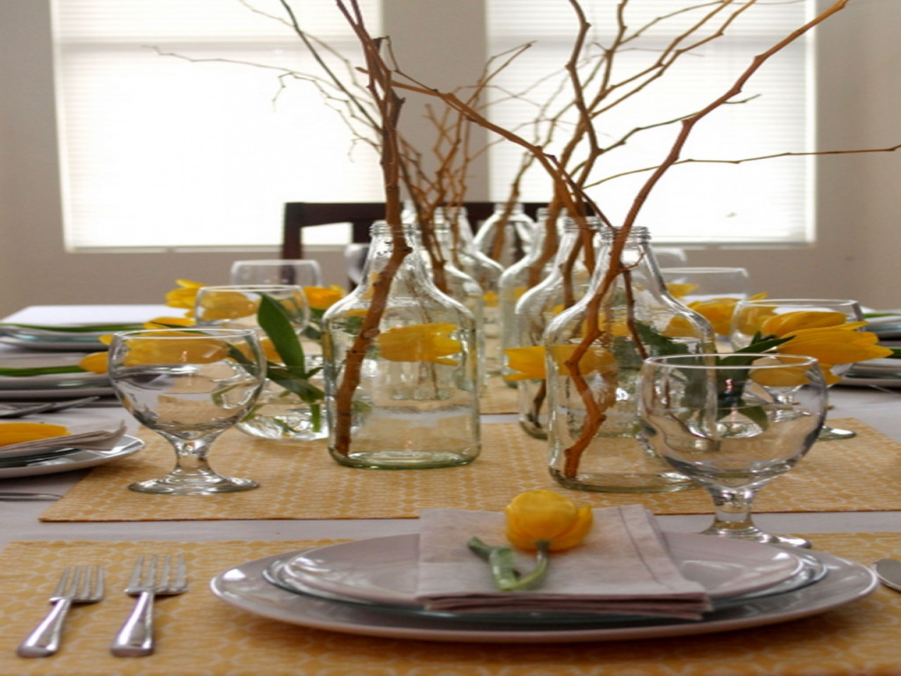 Dinner Table Centerpiece  Dinner table centerpiece ideas elegant dining table