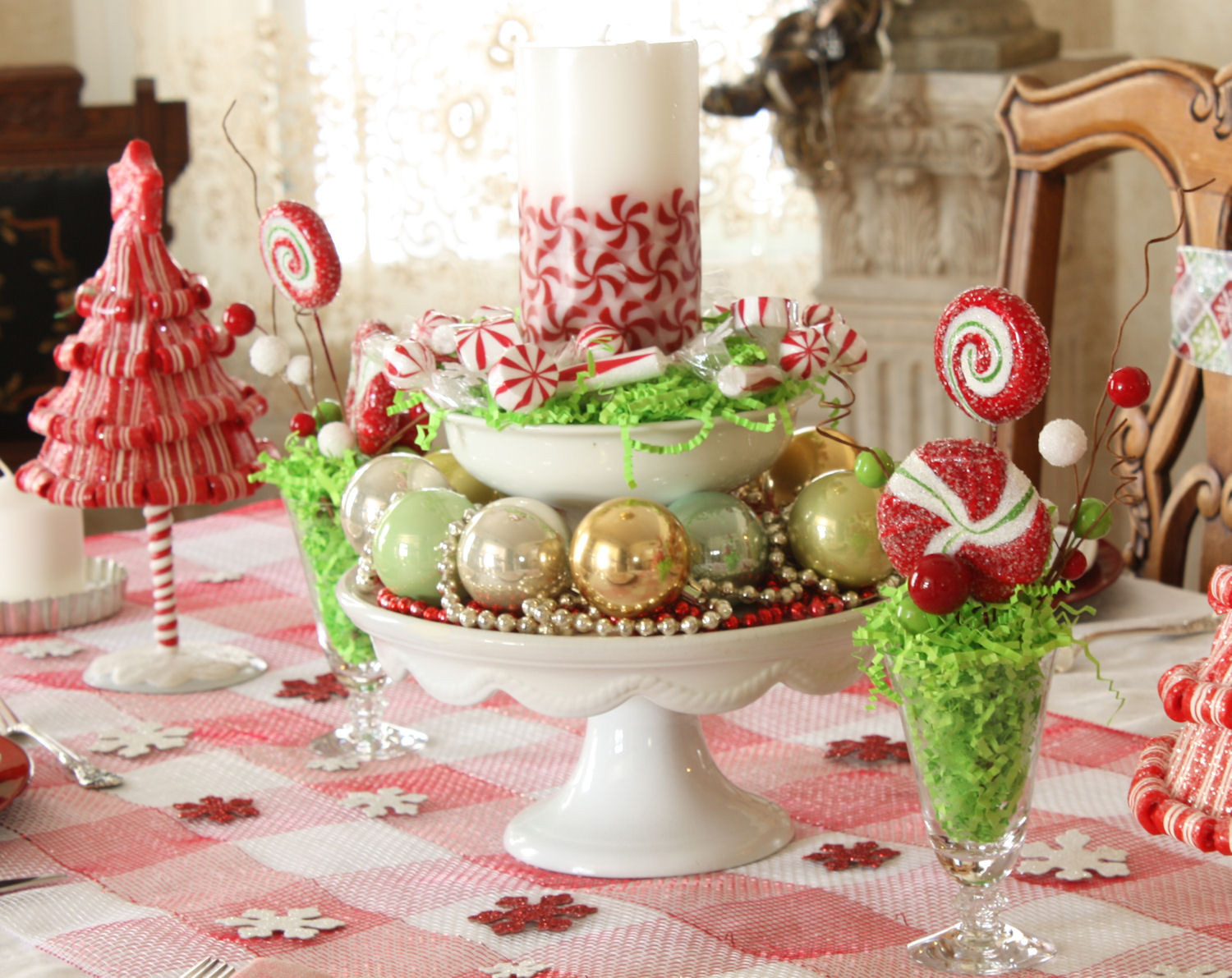Dinner Table Centerpiece  Dining Room Set Examples with Christmas Centerpieces for