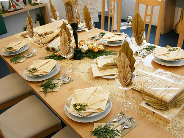 Dinner Table Decorating  Elegant Christmas Table Decorations for 2016 Easyday
