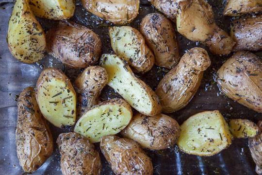Fingerling Potato Recipes  Roasted Fingerling Potatoes Herb Roasted Potatoes