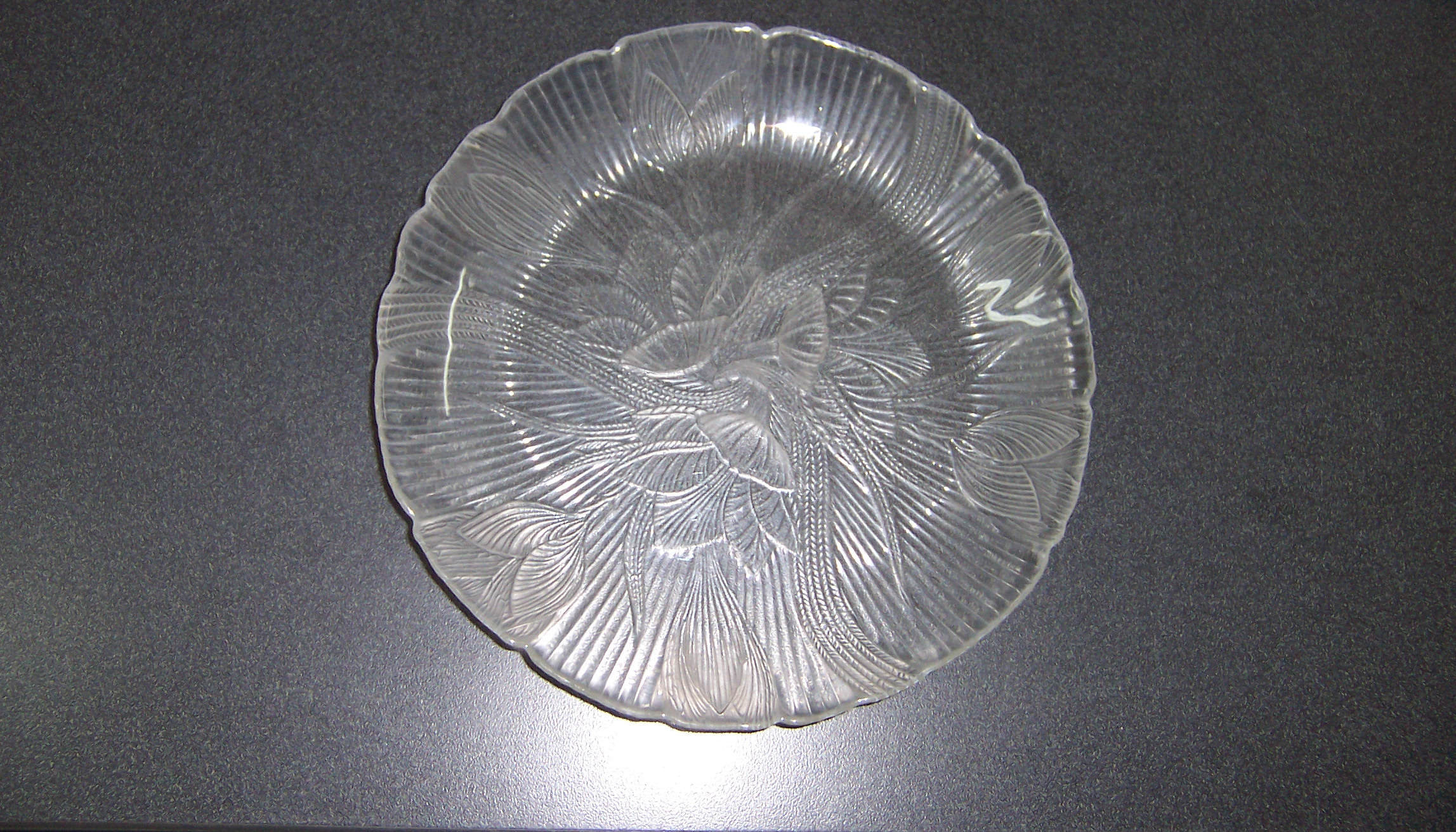 Glass Dinner Plates  Triple A Resale 2 Clear Glass Leaf Pattern Dinner Plates