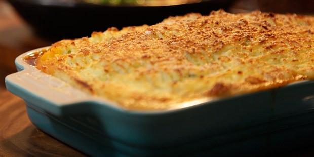 Gordon Ramsay Shepherd'S Pie  Shepherd's Pie with Cheese Champ Topping Lifestyle FOOD