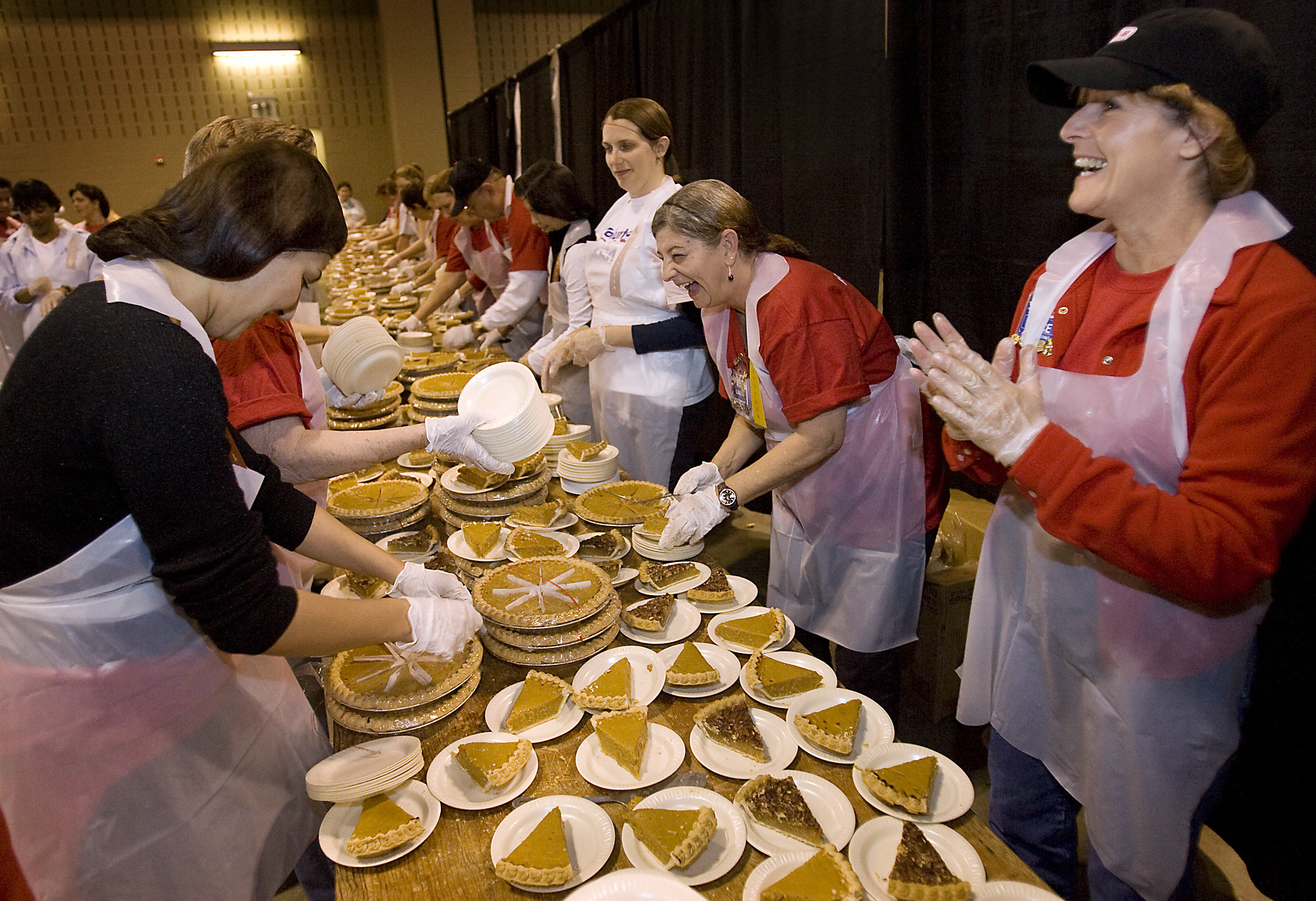 Heb Thanksgiving Dinner  HEB's Feast of Sharing Feeds Thousands