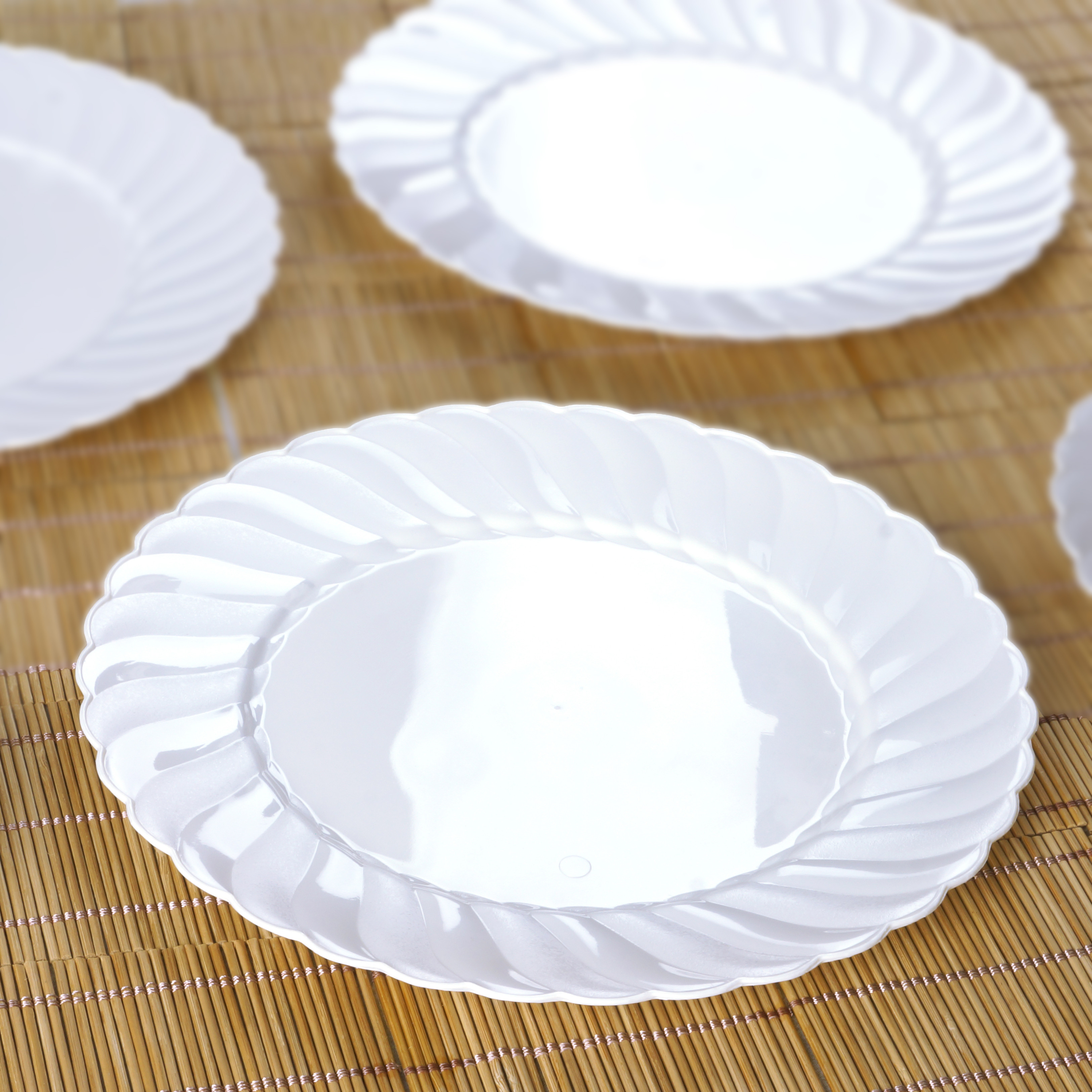 """Plastic Dinner Plates  Plastic FLAIRED ROUND 10"""" DINNER PLATES Disposable"""