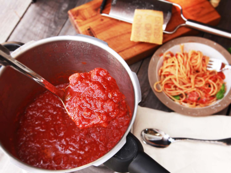 Pressure Cooker Tomato Sauce  italian sausage spaghetti pressure cooker