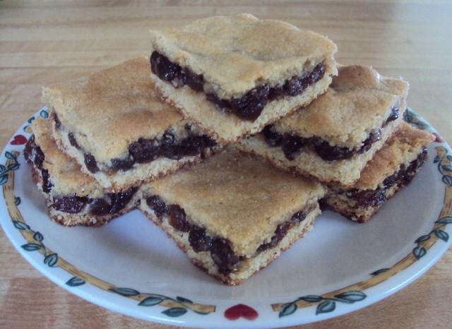 Raisin Filled Cookies  Soft Raisin Cookie Bars with Pete and Gerry s Organic Eggs