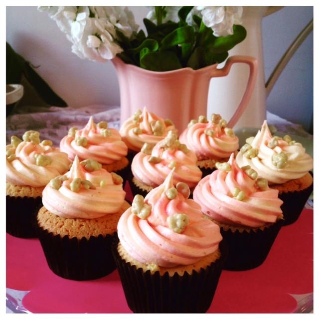 Rhubarb Custard Cupcakes  Rhubarb rhubarb… with custard in a cupcake Standard Issue