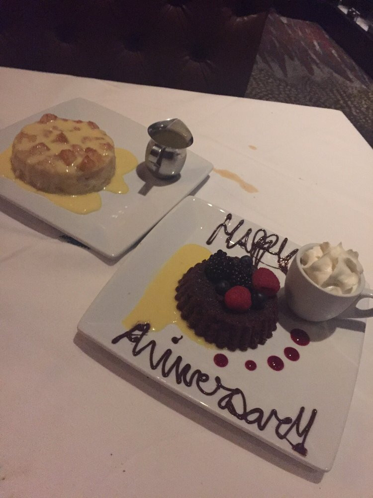 Ruth Chris Desserts  Amazing desserts White chocolate breads pudding is a must