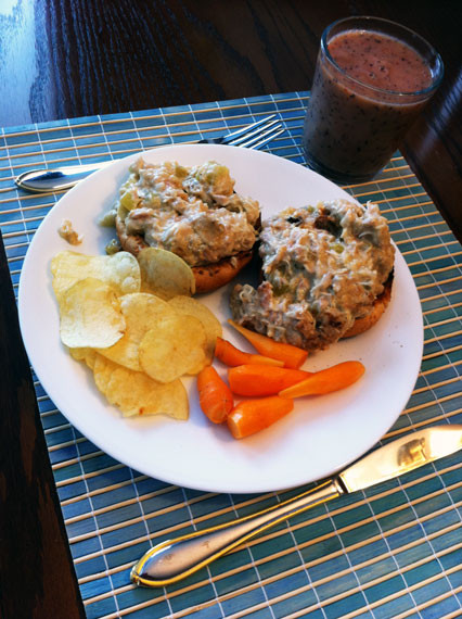 Slow Cooker Tuna Casserole  Tuna Casserole [Slow Cooker Style] Robyn RosteRobyn Roste