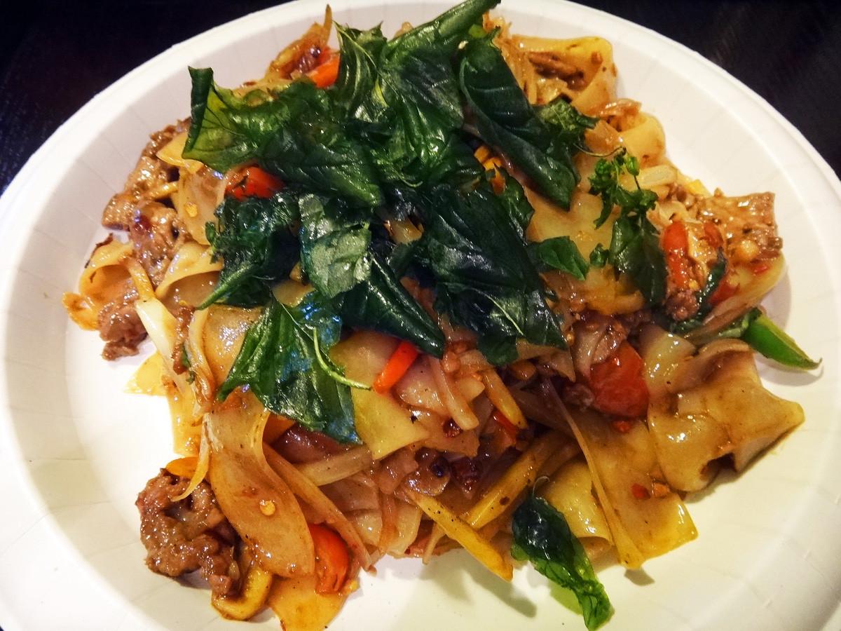 Thai Drunken Noodles Recipe  Drunken Noodles for a Sober Food Snob Bahn Thai
