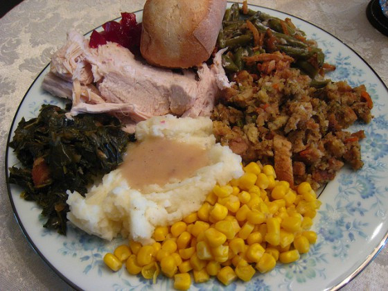 Thanksgiving Dinner Plates  What to Eat on Thanksgiving