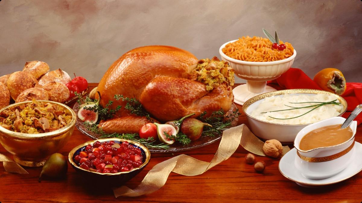 Thanksgiving Dinner Table  Thanksgiving Dinner Courtesy of the Farmers Market