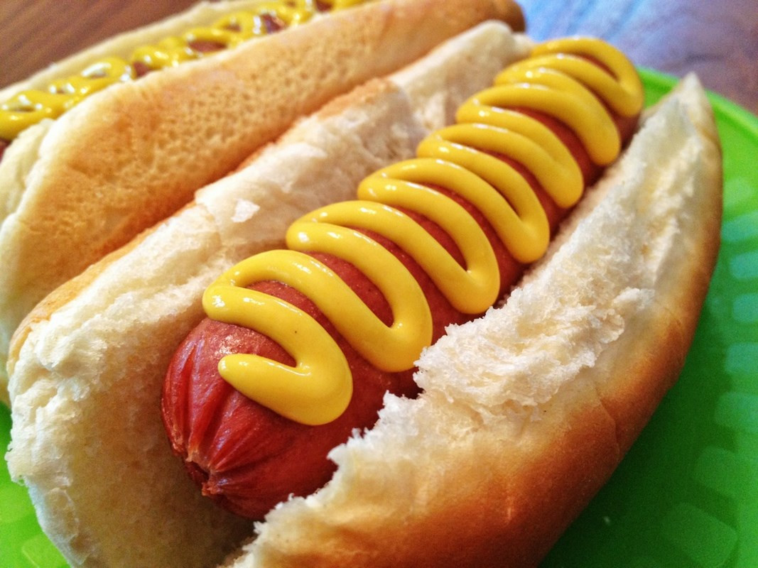 Two Hot Dogs  Hot dogs en Kung Food