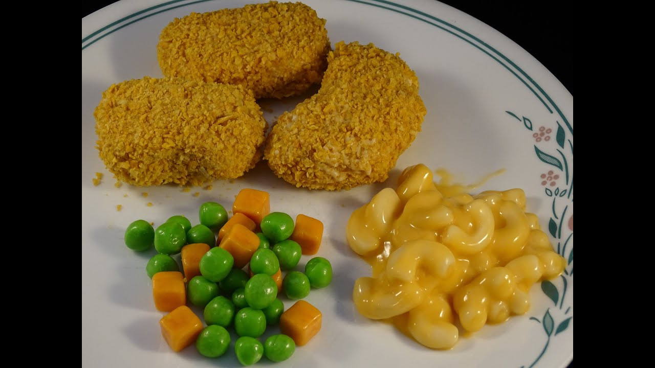 What Meat Goes With Mac And Cheese For Dinner  Food that Fools Chicken Nug s and Mac & Cheese Dinner