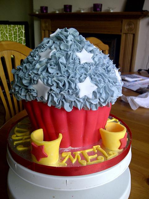 Wonder Woman Cupcakes  Wonder Woman Giant Cupcake