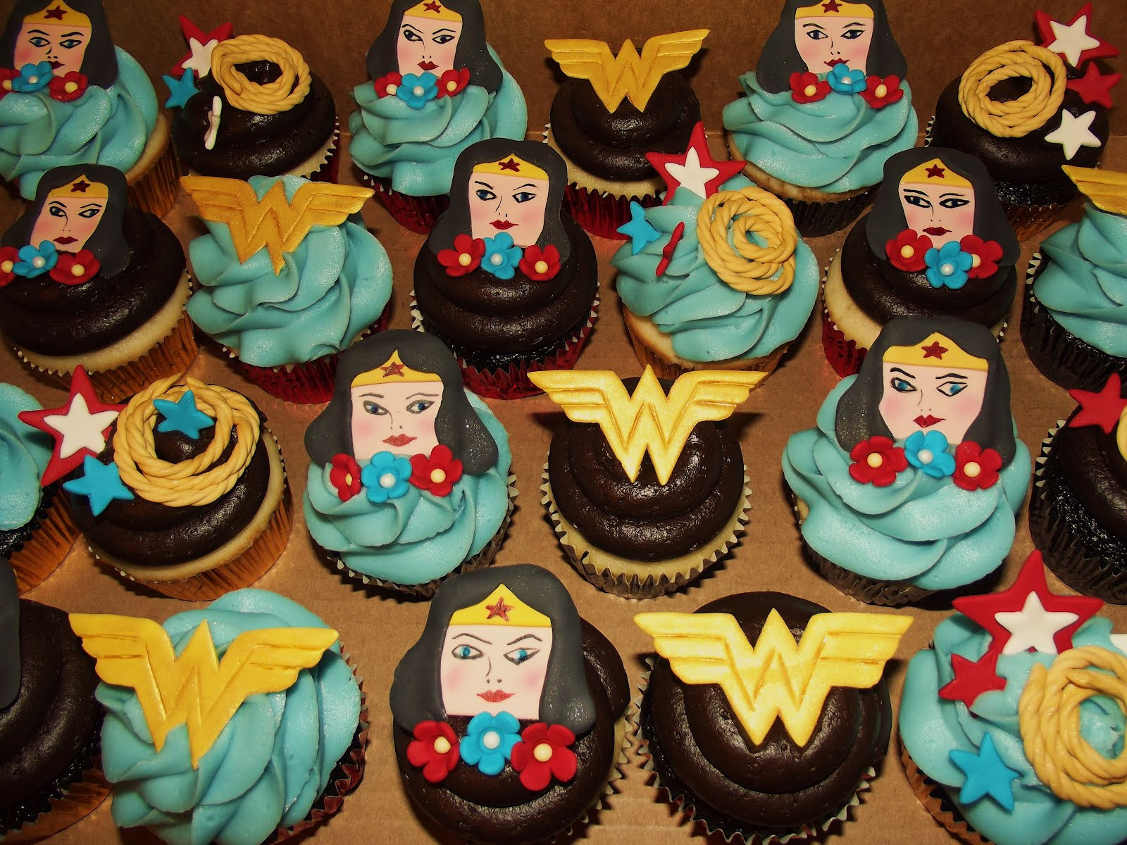 Wonder Woman Cupcakes  Suzy s Sweet Shoppe Wonder Woman Lego Ninjago Cupcakes