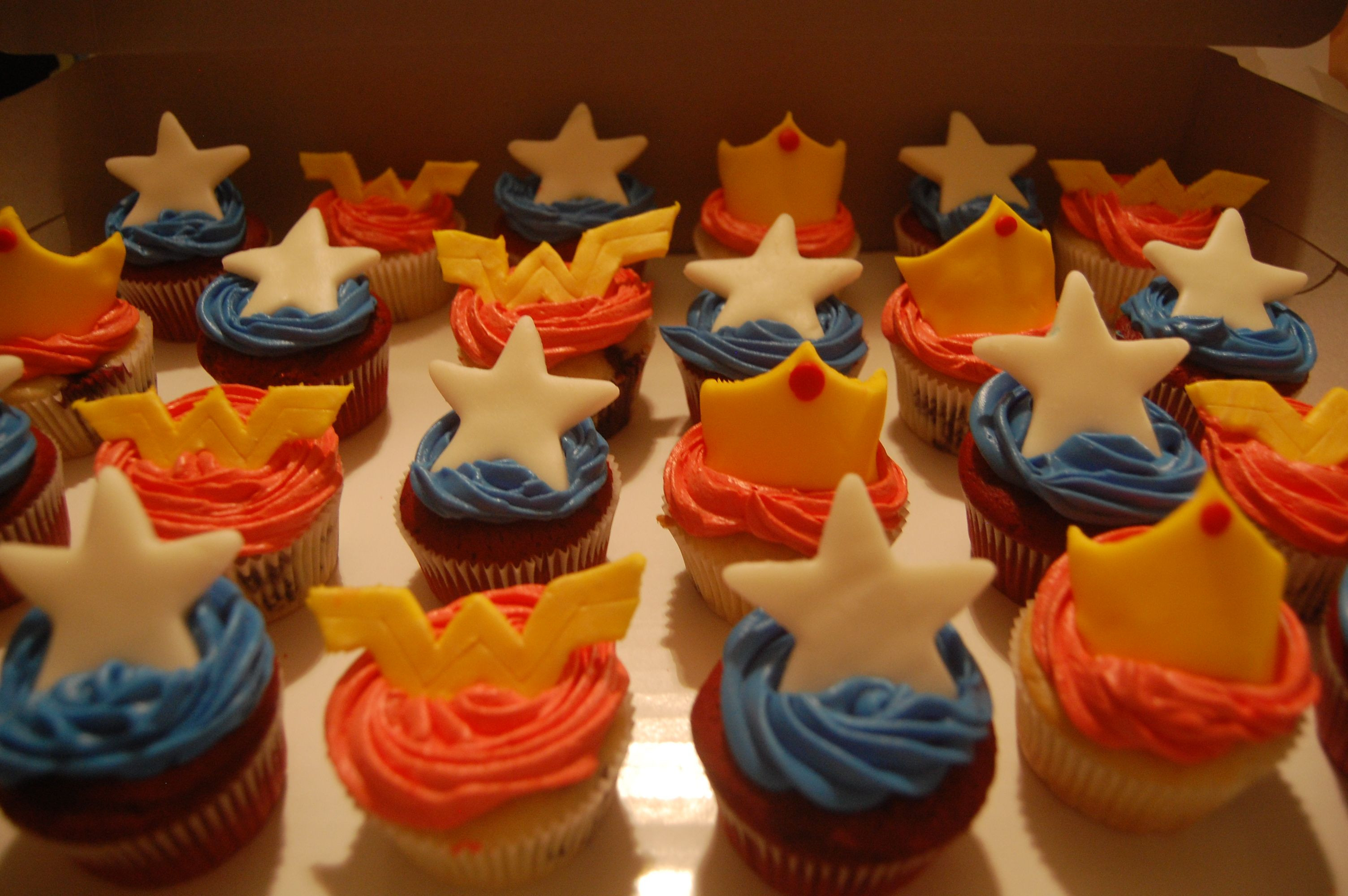 Wonder Woman Cupcakes  3008px