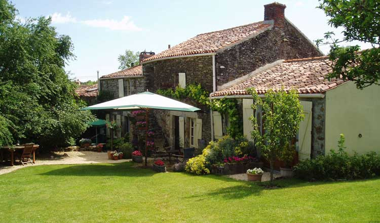 You Own A Bed And Breakfast In Southern France  La Jouliniére Chambres d hotes Bed and breakfast