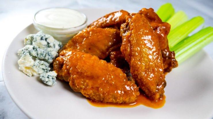 Zaxby'S Chicken Fingers & Buffalo Wings  Classic Buffalo wings I Love Meat