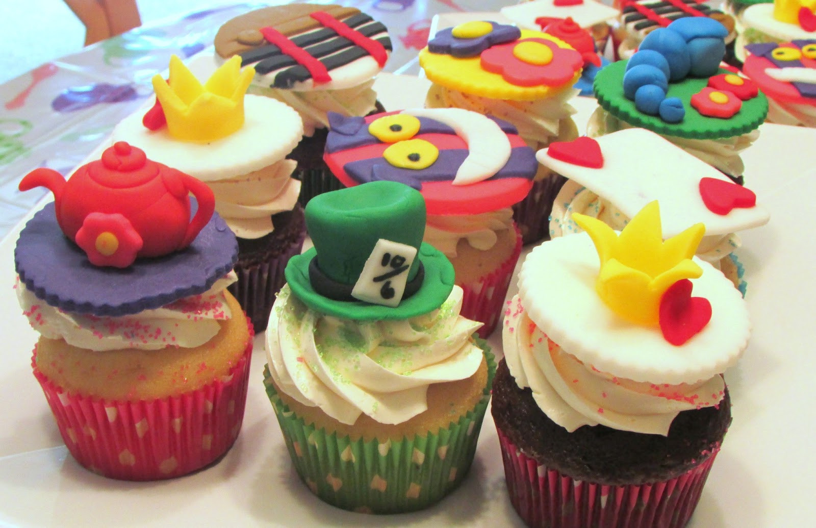 Alice In Wonderland Cupcakes  Baker Becky Alice In Wonderland Cupcakes