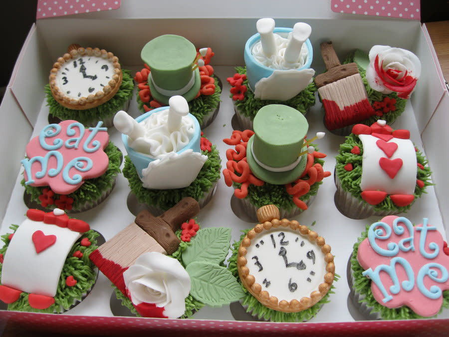 Alice In Wonderland Cupcakes  alice in wonderland cupcakes cake by jen lofthouse