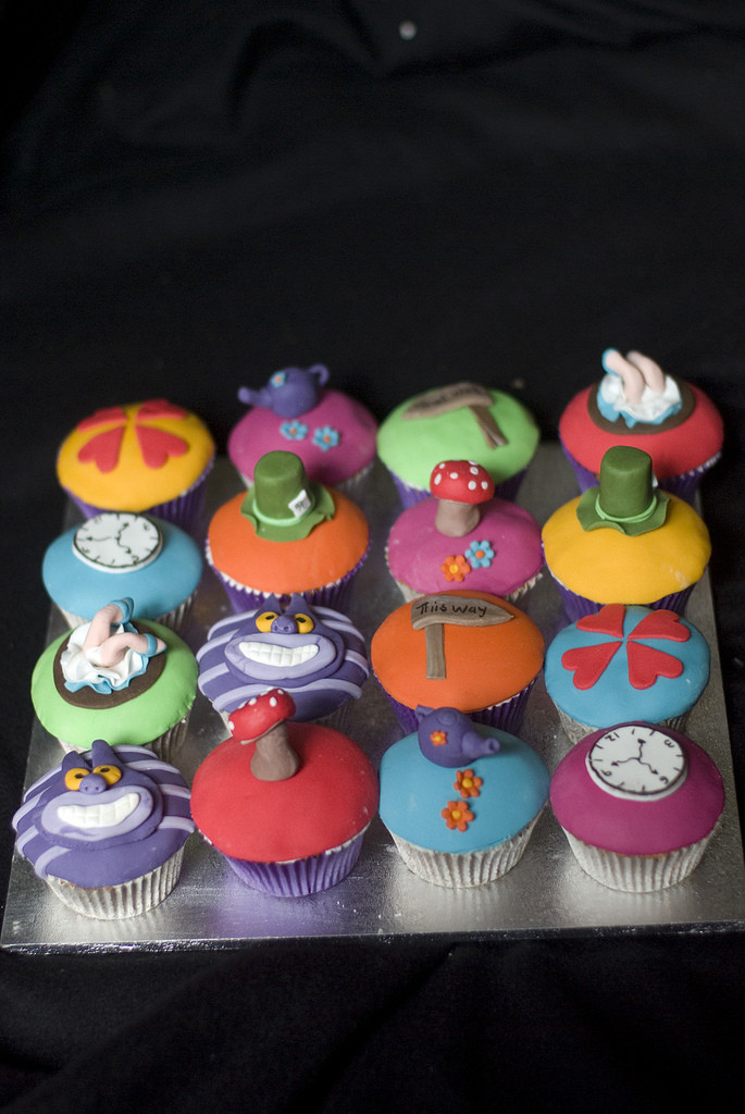 Alice In Wonderland Cupcakes  File Alice in Wonderland Cupcakes