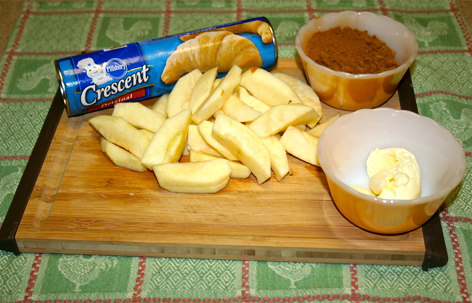Apple Crescent Roll Dessert  Fresh Ingre nts
