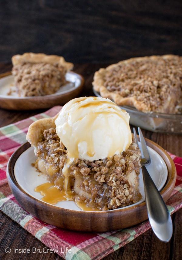 Apple Crisp With Pie Filling  Apple Crisp Pie Inside BruCrew Life