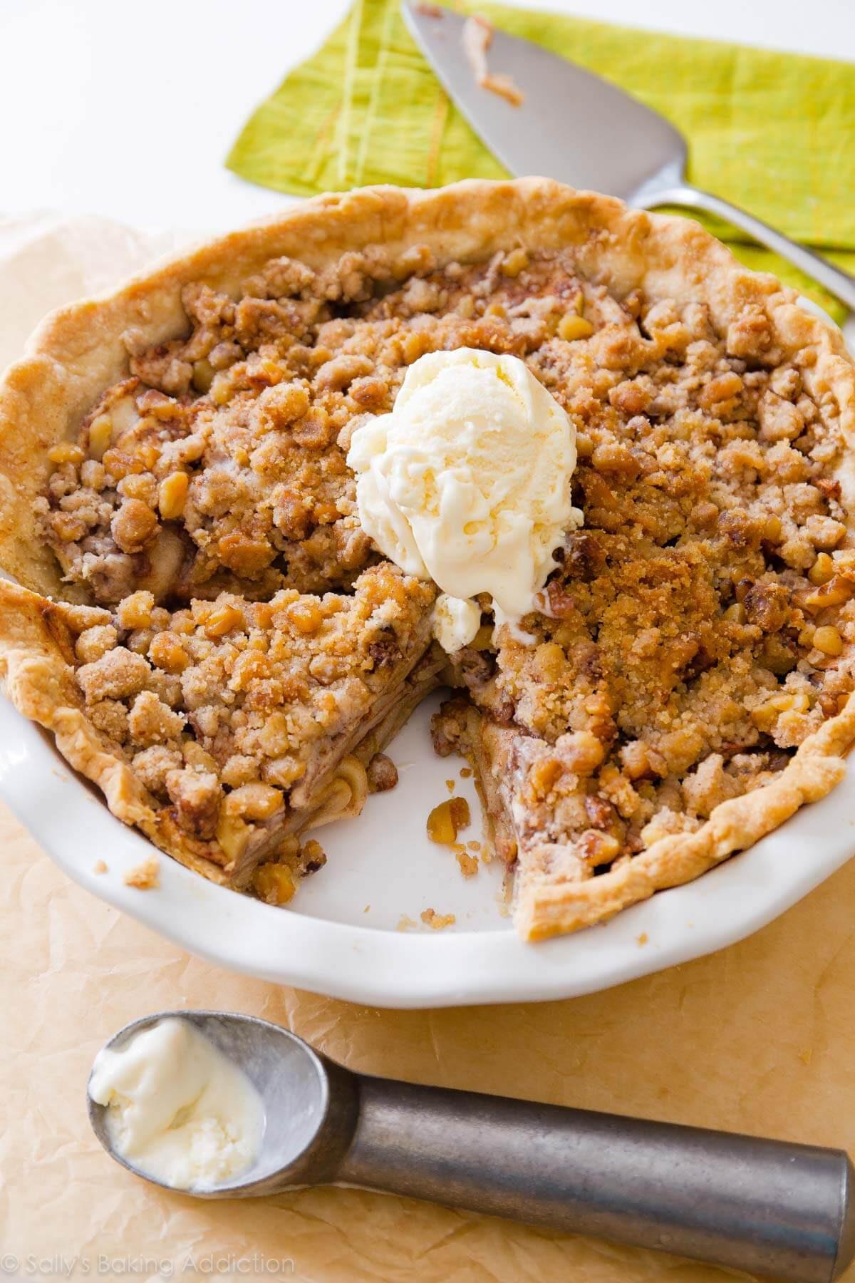 Apple Pie Topping  Apple Crumble Pie Sallys Baking Addiction