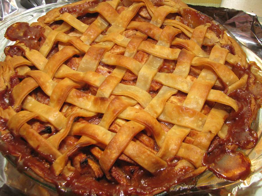 Apple Pie With Cinnamon Roll Crust  Pinsanity Apple Pie with Cinnamon Roll Crust