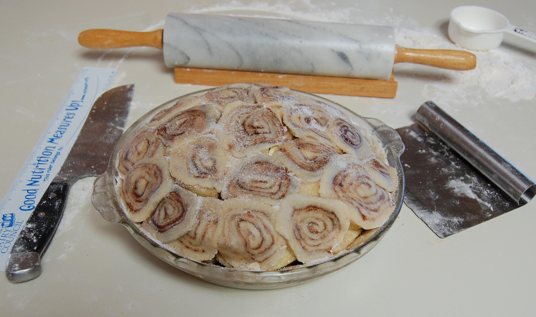 Apple Pie With Cinnamon Roll Crust  Apple Pie with Cinnamon Roll Pie Crust