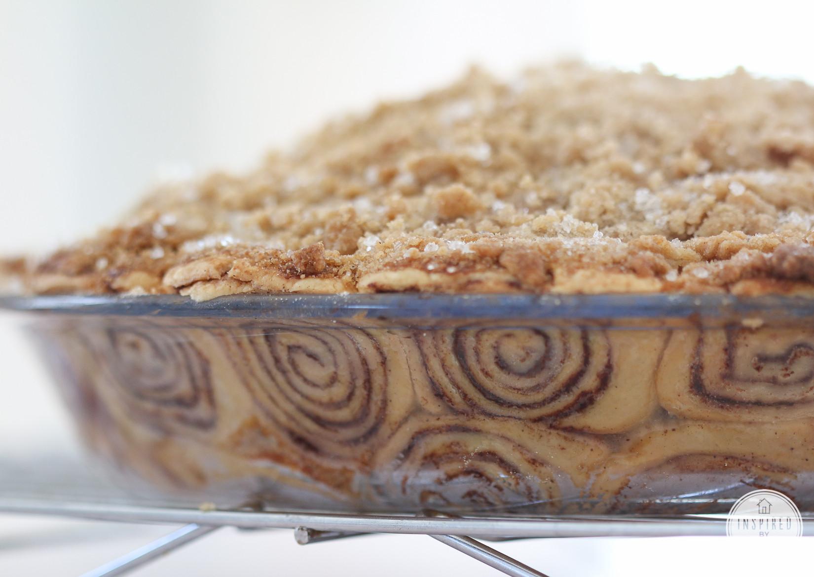 Apple Pie With Cinnamon Roll Crust  apple pie recipe with cinnamon roll crust