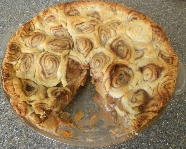 Apple Pie With Cinnamon Roll Crust  Baking Banquet CARAMEL PECAN APPLE PIE with CINNAMON ROLL