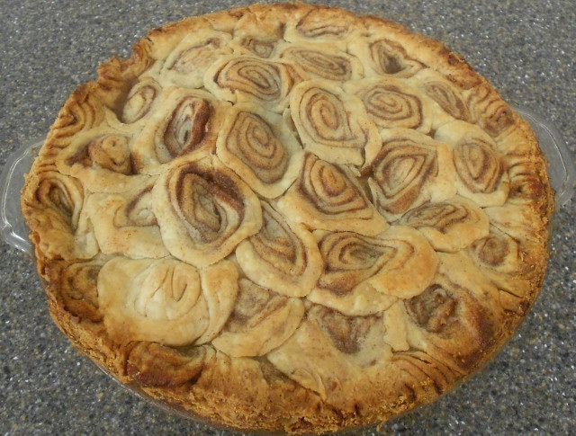 Apple Pie With Cinnamon Roll Crust  Baking Banquet CINNAMON ROLL PIE CRUST for a Covered