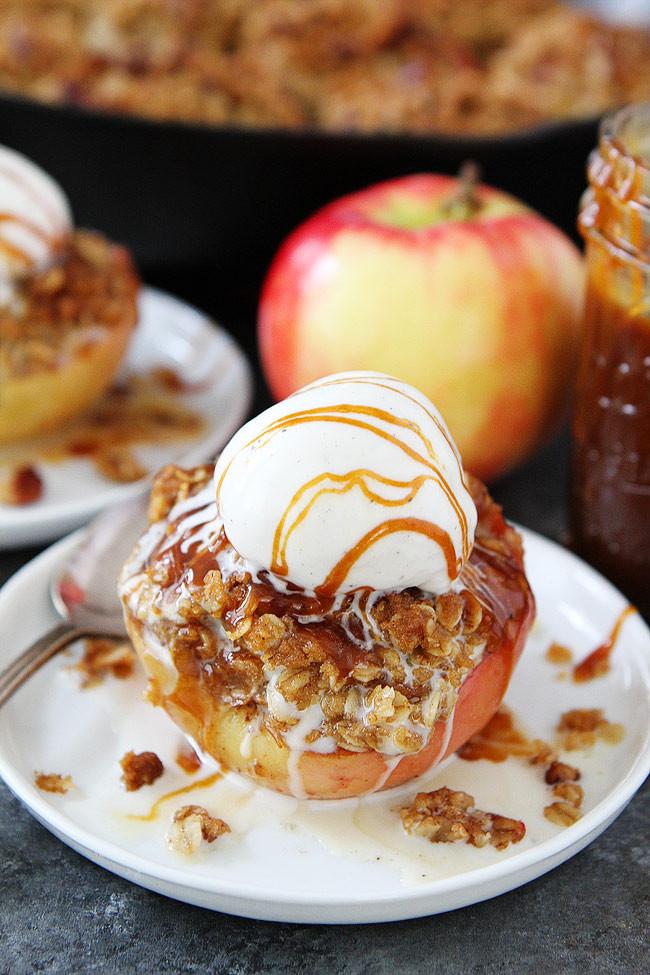 Baked Apples Dessert Recipe  Cinnamon Streusel Baked Apples