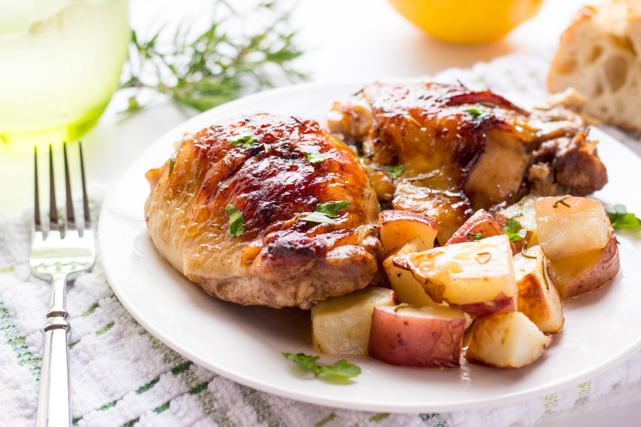 Balsamic Chicken Thighs  e Pan Rosemary and Balsamic Chicken Thighs and Lemon