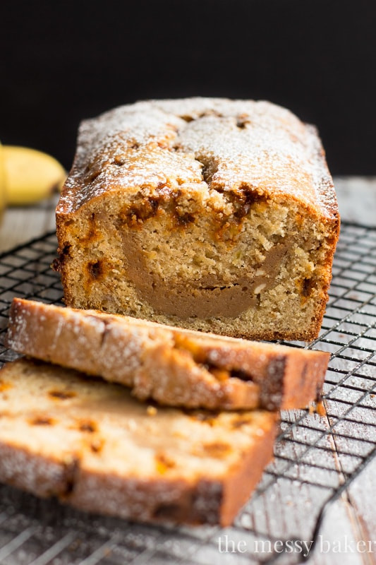 Banana Bread Cheesecake  Banana Bread with Cookie Butter Cheesecake Swirl e