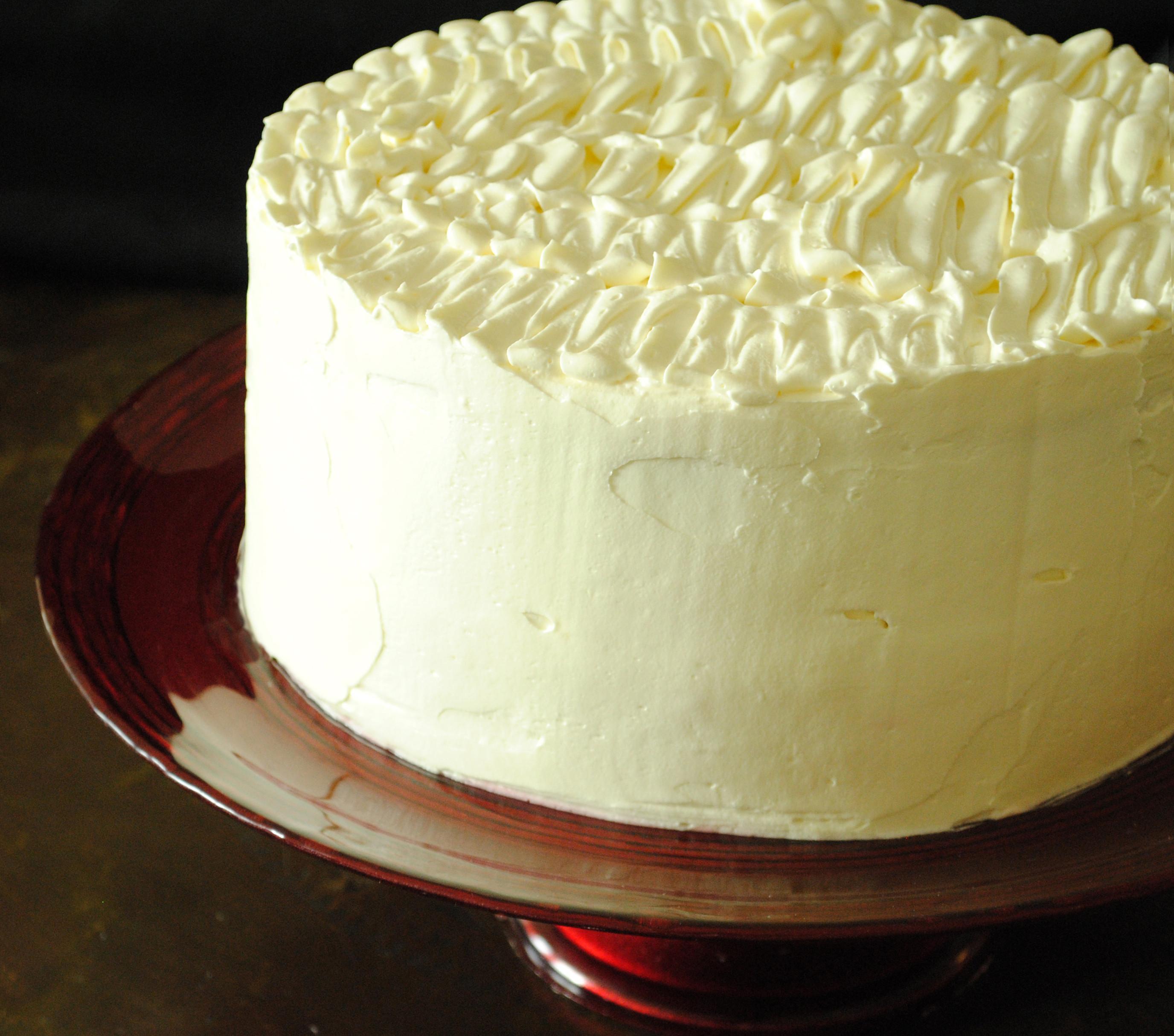 Banana Cream Cake  Banana Cream Cake with Ruffled Vanilla Frosting