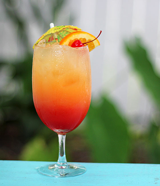 Bar Drinks With Rum  Malibu Summer Rose Cocktail
