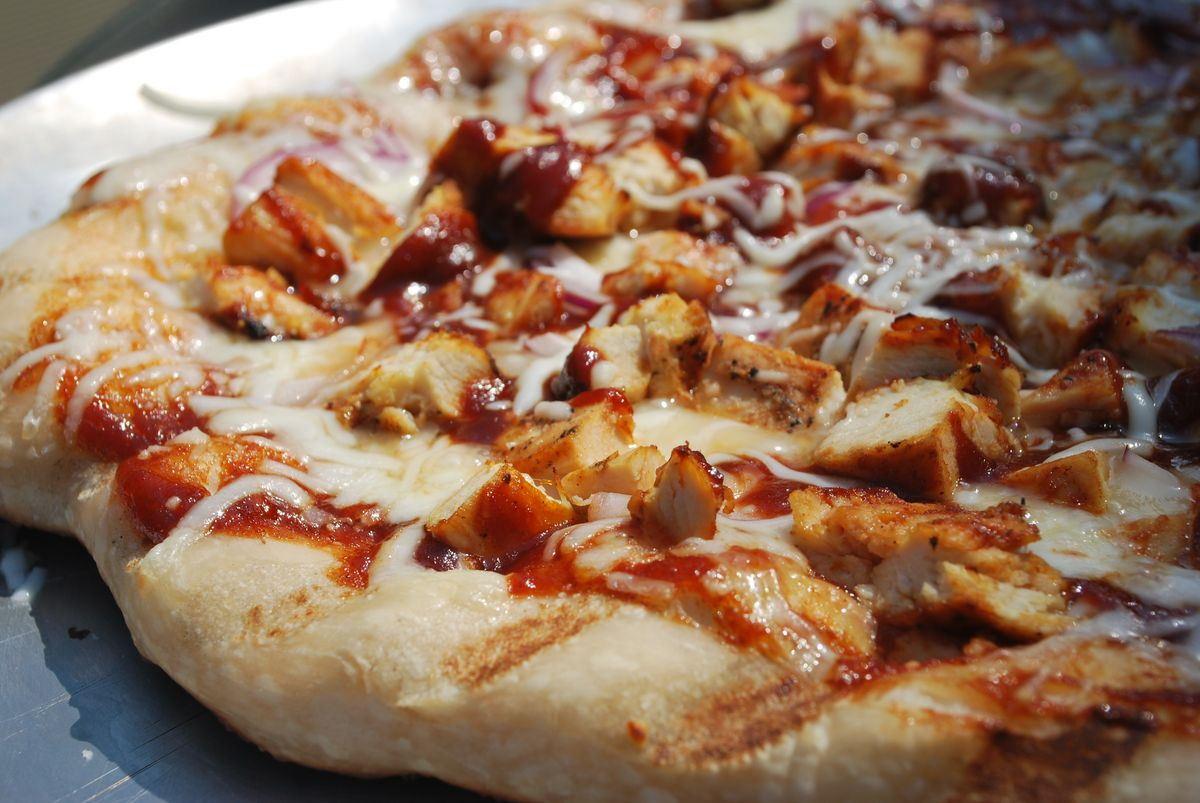 Barbeque Chicken Pizza  Grilled BBQ Chicken Pizza SavoryReviews