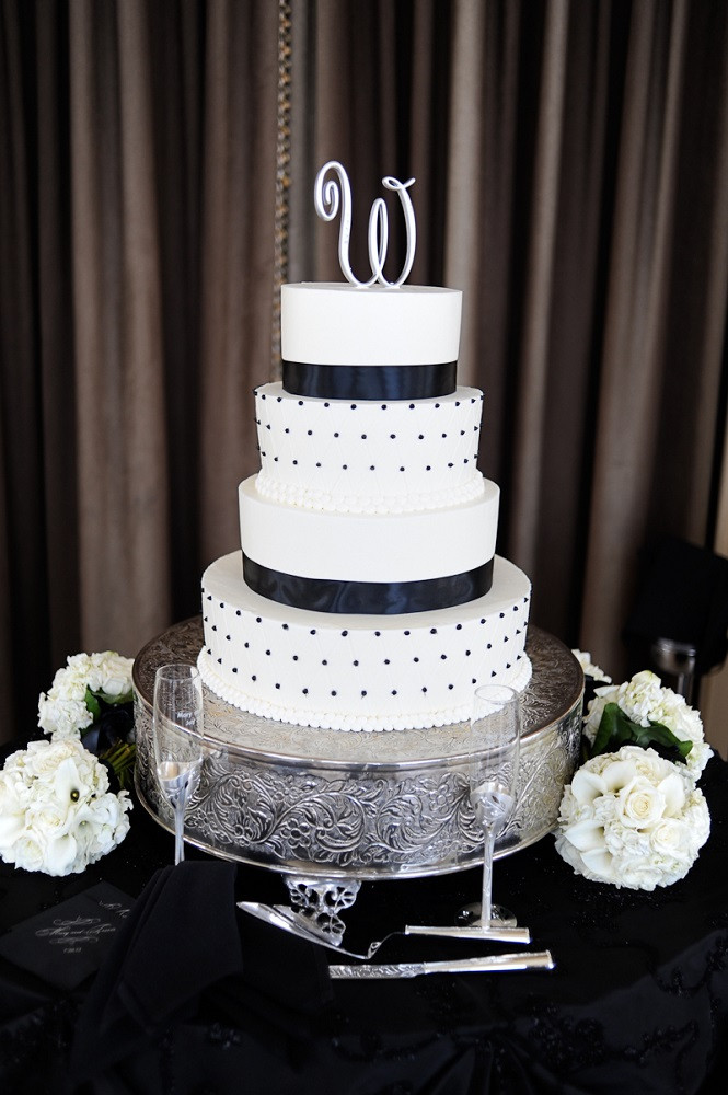 Black And White Cake  25 Black And White Wedding Ideas For You