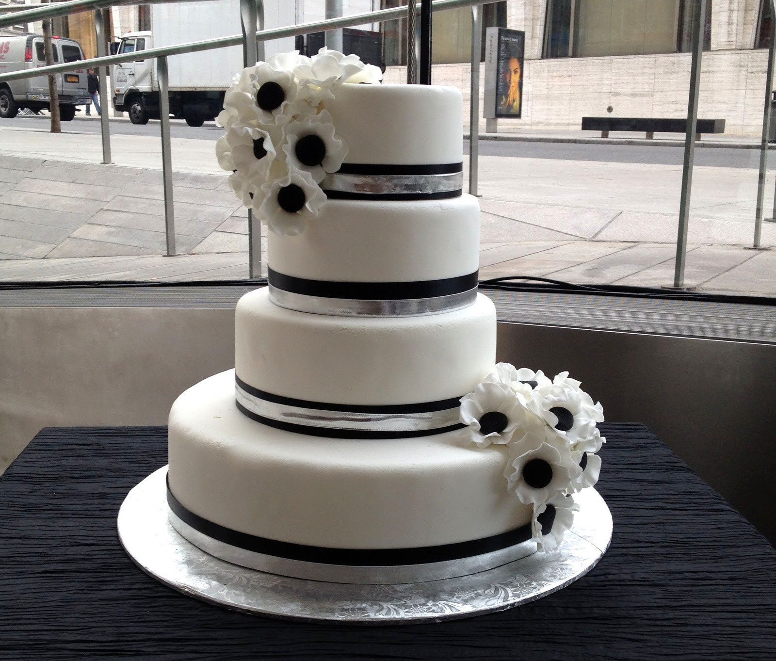 Black And White Cake  Black and White Wedding Cakes That Make Your Mouth Water