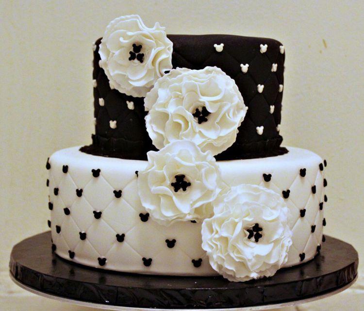 Black And White Cake  White and black fondant cake